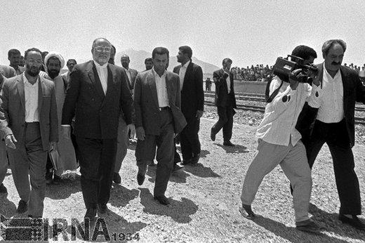 حسن حبیبی معاون اول رئیسجمهور، 8 مهر 1372 در سفر به بندر عباس پروژه راه آهن بافق - بندر عباس را افتتاح کرد