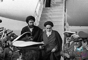 فیلم | لحظه تاریخی ورود امام (ره) به ایران در ١٢ بهمن ١٣۵٧