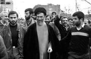 عکس | رهبر انقلاب در راهپیمایی ۲۲بهمن در دهه ۶۰