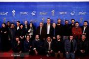 تصاویر | حمید فرخنژاد، ساره بیات و بازیگران «سمفونی نهم» در مراسم فرش قرمز جشنواره فجر
