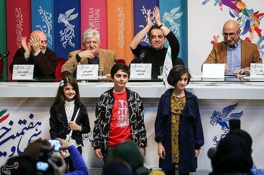 بازیگران خردسال فیلم ناگهان درخت در نشست خبری - سیوهفتمین جشنواره فیلم فجر