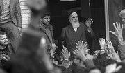 تصاویر | ۱۴ بهمن ۱۳۵۷؛ دیدار مردم با امام(ره) در مدرسه علوی