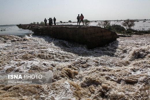 سیلاب به سمت دشت سیستان پیش میتازد
