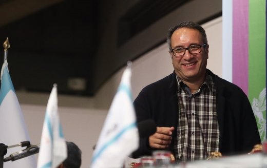 چهره خندان رضا میرکریمی در بین راهپیمایان ۲۲ بهمن/ عکس