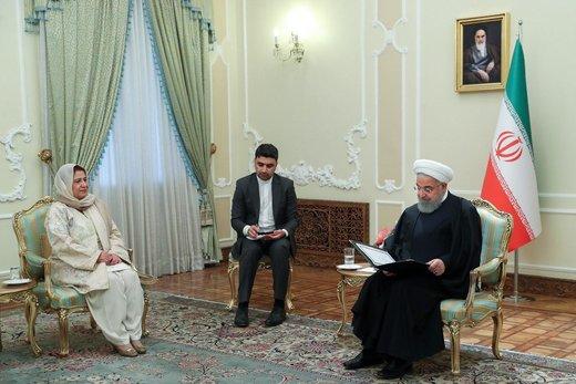 Iran Pres receives credentials of Pakistan's new envoy
