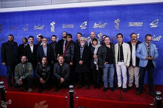 عوامل فیلم «دیدن این فیلم جرم است» در سیوهفتمین جشنواره فیلم فجر