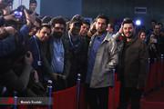 تصاویر | ژستهای جالب جواد عزتی و حامد بهداد روی فرش قرمز جشنواره