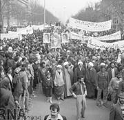 تصاویر | ۱۹ بهمن ۱۳۵۷، راهپیمایی مردم تهران در حمایت از امام خمینی(ره)