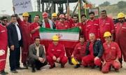 عکس | جشن چهل سالگی انقلاب روی دکل نفتی