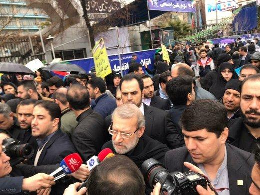 لاریجانی: حرفهای بیربط آمریکاییها را نباید جدی گرفت/ حضور گسترده مردم در راهپیمایی ۲۲ بهمن دشمنان را مأیوس کرد