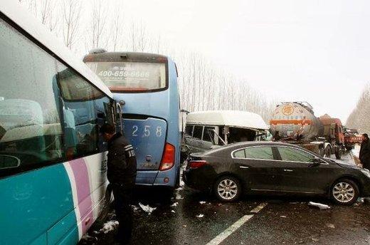 برخورد مرگبار بیش از ۱۰۰ خودرو در چین