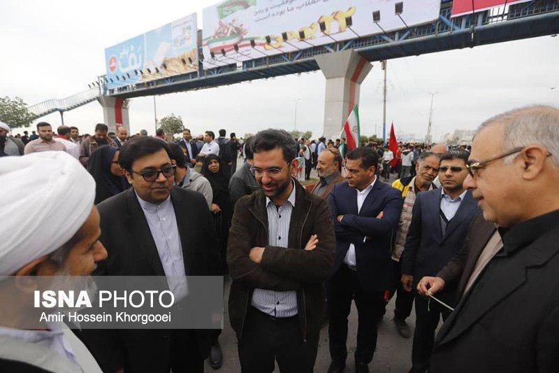 وزیر جوان در راهپیمایی بندرعباس
