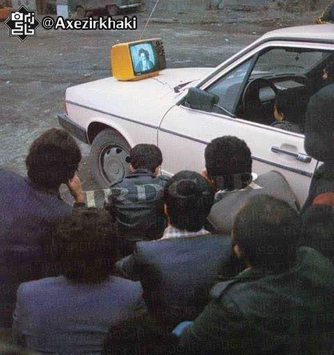 اشتیاق مردم برای شنیدن سخنان امام(ره) پس از ورود به ایران