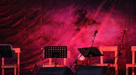 کنسرت مهربانو روی صحنه