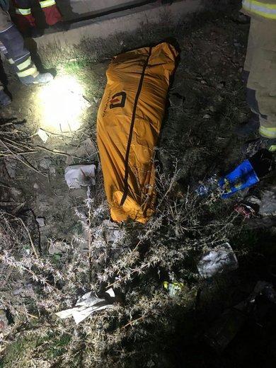 تصادف ساندرو با تپه خاکی در حاشیه اتوبان تهران - قم