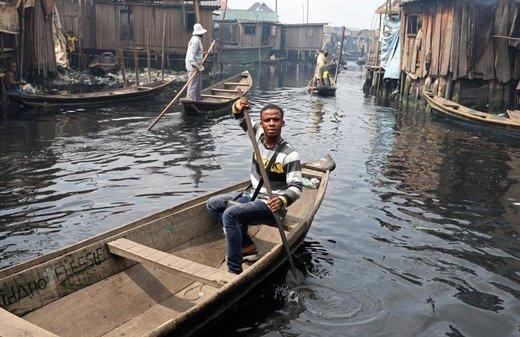 دانشجوی 21 ساله ای که برای اولین بار در انتخابات ریاست جمهوری نیجریه رای داده، در قایقش نشسته  و درباره تجربه رای دادن می گوید: می دانم که رایم شمارش میشود. من سعی کردم به عنوان یک شهروند وظیفه ام را در انتخاب کسی که باید بر مسند بنشیند، انجام دهم