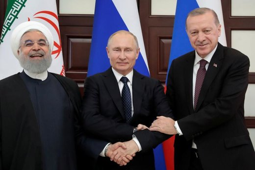 عکس یادگاری روحانی، پوتین و اردوغان در اجلاس سه جانبه روسای جمهور ایران، روسیه و ترکیه در شهر سوچی روسیه