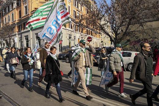 اعتراض خیابانی ایتالیایی ها به شرایط دشوار اقتصادی
