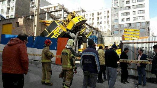 سقوط جرثقیل پروژه ساختمانی در بزرگراه اشرفی اصفهانی