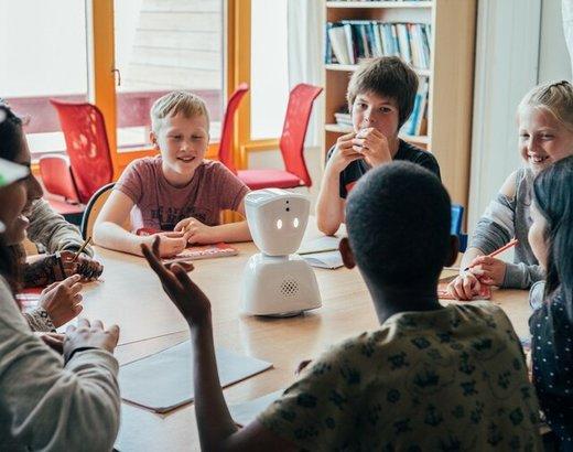 ابداع رباتی که به جای دانش آموز غایب به مدرسه میرود!
