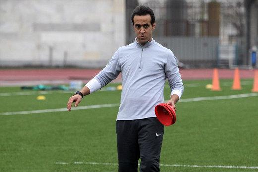 توضیح علی کریمی درباره تصمیمش برای نرفتن به ورزشگاه