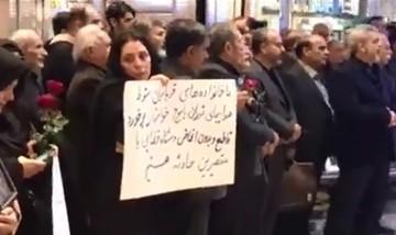 فیلم | تجمع خانواده جانباختگان هواپیمای یاسوج در فرودگاه مهرآباد