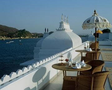 هتلی مجلل روی دریاچه که لوکشین فیلم مشهور جیمز باند شد