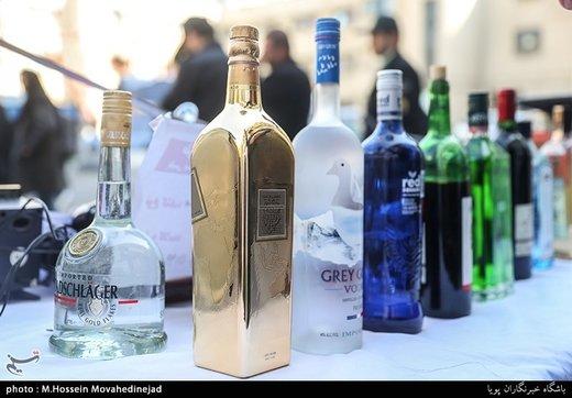 کشف «مشروبات الکلی لاکچری» با قطعات و روکش طلا در دولتآباد/ تصاویر