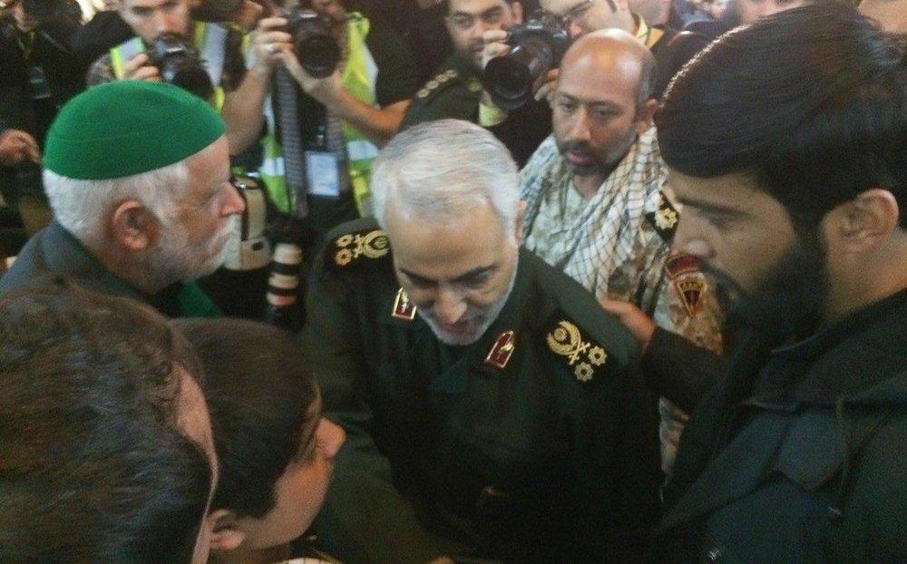 عکس | سردار سلیمانی در مراسم بزرگداشت شهدای حادثه تروریستی زاهدان
