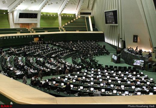 160 نائبا ايرانيا بصدد توقيع رسالة لبقاء ظريف في مهامه