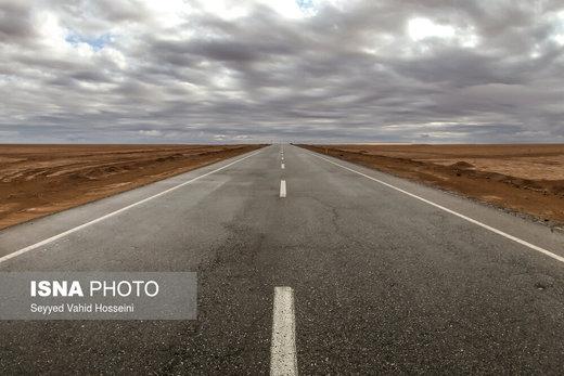 جاده معلمان به جندق، این جاده از قلب کویر مرکزی ایران می گذرد و جنوب و شمال آن را به هم وصل می کند، این جاده از نزدیکی شهر جندق در نزدیکی شهرستان خور و بیابانک استان اصفهان تا معلمان در نزدیکی دامغان استان سمنان قرار دارد