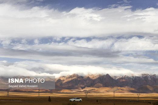 جاده معلمان به جندق، این جاده از قلب کویر مرکزی ایران می گذرد و جنوب و شمال آن را به هم وصل می کند