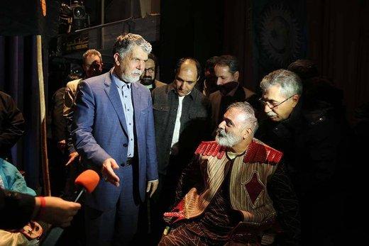 تصاویر | دیدار صالحی با بازیگرانی که روی ویلچر، نمایش «رستم و سهراب» را اجرا کردند