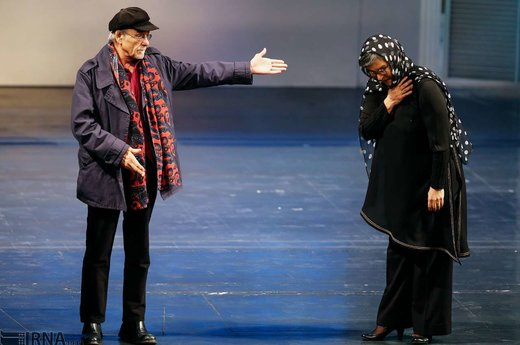 بزرگداشت رویا تیموریان(راست) و رضا بابک(چپ) که عمری بر صحنه تئاتر هنر نمایی کرده اند؛ شامگاه شنبه در مراسم اختتامیه سی و هفتمین جشنواره بینالمللی تئاتر فجر برگزار شد