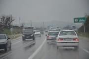 مردم در برف و سرما، اسیر ترافیک جاده چالوس شدهاند