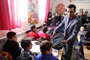 اهدای لوازمالتحریر بانک ملت به دانشآموزان کردستانی