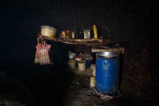 زندگی خانواده غارنشین در شهر اندیکا