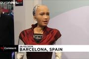 فیلم | حضور سوفیا، ربات انساننما در کنگره جهانی موبایل