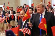 فیلم | سُقلمه نخست وزیر ویتنام به ترامپ!