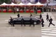 فیلم | محافظان دونده رهبر کره شمالی در خیابانهای هانوی!