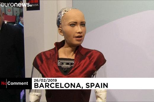 فیلم   حضور سوفیا، ربات انساننما در کنگره جهانی موبایل