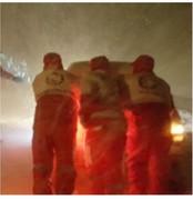 مسافران در برف و کولاک غرب گرفتار شدند