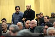 عکس | چشمان اشکبار محسن تنابنده در مراسم ترحیم خشایار الوند