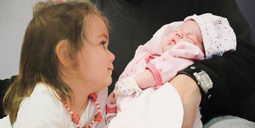 چگونه به یک کودک بگوییم با چه فرآیندی به دنیا آمده است؟/ فرمول لکلکها را فراموش کنید