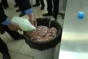 فیلم | فروش گوشت فاسد در فروشگاه زنجیرهای معروف تهران