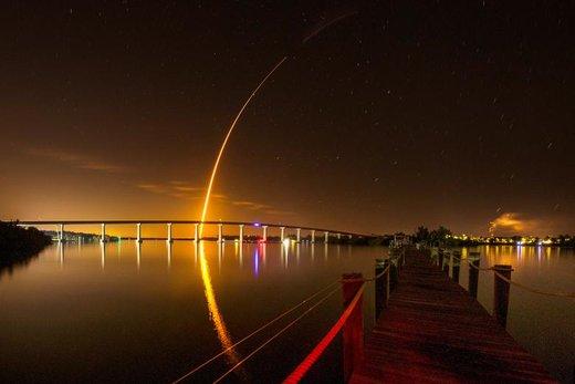 پرتاب موشک «فالکون 9» حامل یک کپسول بدون سرنشین ناسا موسوم به دراگون از ایستگاه فضایی ناسا در فلوریدای آمریکا به سوی ایستگاه فضایی بینالمللی