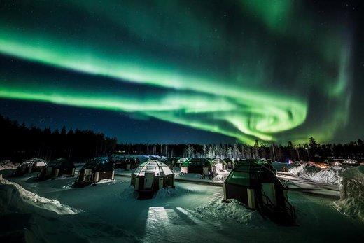 پدیده شفق قطبی در آسمان شهر رووانیمی فنلاند