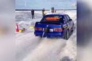 فیلم | بیامو ای۳۰ ام۳، سریعترین خودروی جهان روی یخ