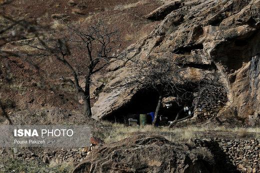 روستای «ازناو» با وجود غار هفت محراب، در صورت مرمت و احیاء بافت روستا میتواند به عنوان منطقه تاریخی و منطقه نمونه گردشگری مورد توجه قرار گیرد