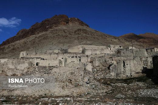 روستای پلکانی «ازناو» که حالا متروکه و خالی از سکنه است